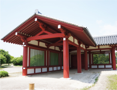 復元された下野薬師寺回廊建物
